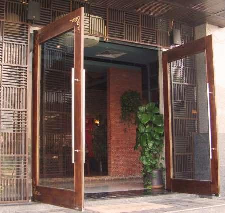 cua-ban-le-san-nha-hang-mega-door