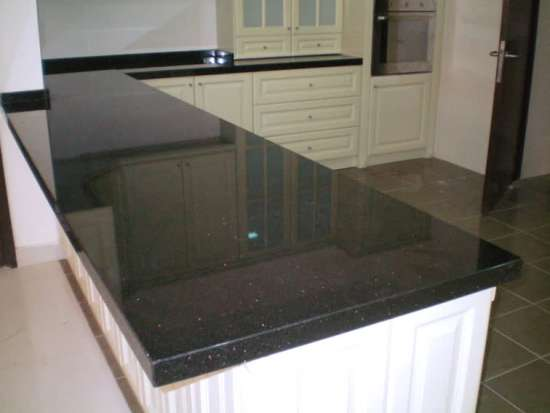 kitchen-table-granite-da-ban-bep-cao-cap-1